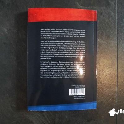 Der Buchrücken mit einer kurzen Beschreibung zum Inhalt