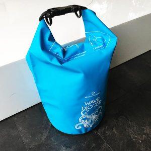 Der blaue Dry Bag in der Gesamtansicht