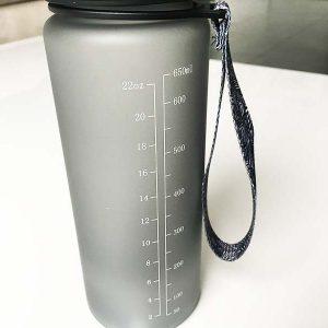 Die Trinkflasche verfügt über eine Messleiste