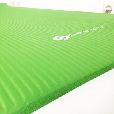 Die weiche Oberflächenstruktur der Yoga Matte