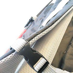 Der Rucksack verfügt über stabile Nähte und Riemen
